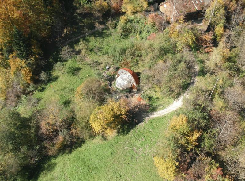 Aktueller Stand der Arbeiten (Mitte Oktober) am Geodome beim Pavel auf dem Hof Albisboden.