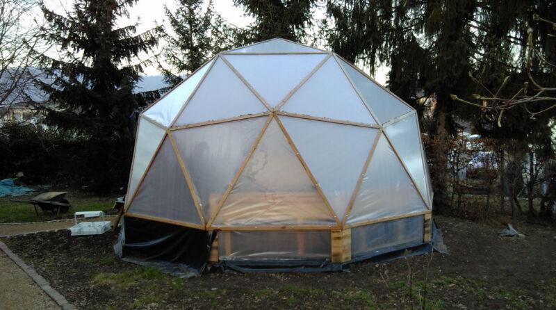 Geodome Stand Anfang Februar 2017 - Aussenhülle fertig und innen bereit zur Bepflanzung.